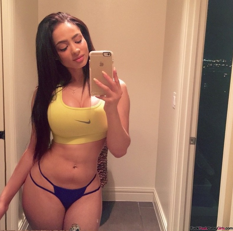 Curvy Selfie In Sports Bra - Fuck Yeah Curvy Girls